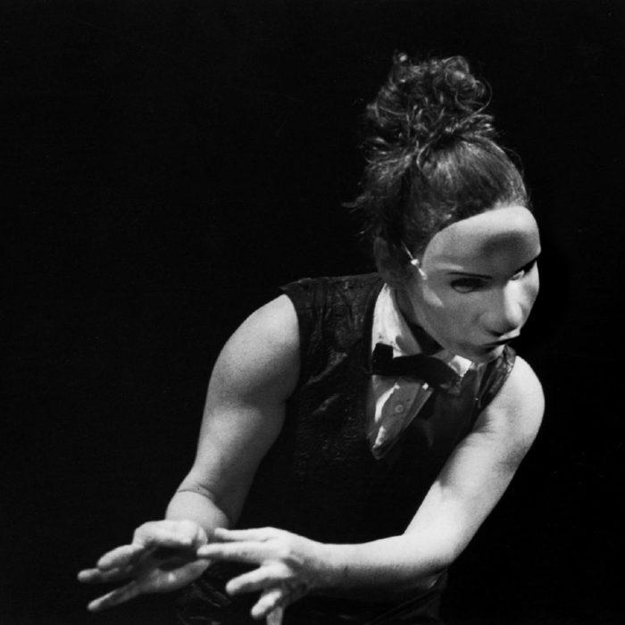 Valérie Cros, Maskarad